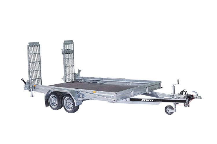 Kumivääntöjousiakseleilla varustettu koneenkuljetusvaunu kantaa jopa 2800kg painavan työkoneen.